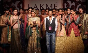 Famous Indian Fashion Designer - Popular Fashion Designer of India - Vikram Phadnis